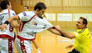 Momentka z bojovného utkání mezi Lovosicemi a Frýdkem.