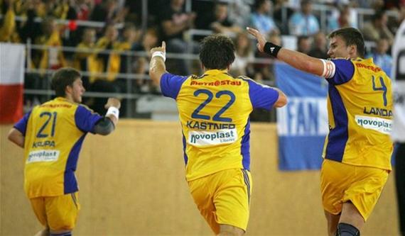 Házenkáři Dukly se radují z gólu v utkání s Hranicemi