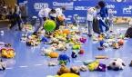 Lovosičtí házenkáři na utkání sbírali plyšáky pro pacienty litoměřické nemocnice
